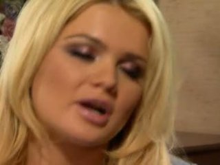 Alexis ford has তার মধুর বৃত্তাকার mams sprayed সঙ্গে তাজা creamy বাড়া দুধ