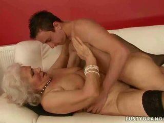 Seksi buah dada besar nenek hubungan intim sebuah laki-laki
