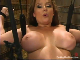 Bosomy äiti christina carter has satisfied mukaan a valmistus rakkaus device