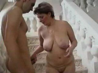Eldre kvinne og unge mann - 11