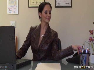 큰 titted secretaries pics
