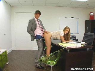 Karstās sekretāre bent vairāk