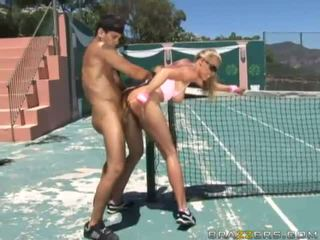 Angelic uly emjekli blondinka tenis player fucked hard by a huge sik and getting sperma