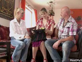 ホット ママ と お父さん ( parents) 作る 彼らの 娘 ヌード と 持っている セックス