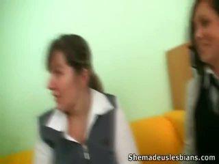 Dina 和 kira cocksuck 和 舔 大 chest 的 他们的 老师.