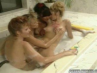 Anna malle e tiffany mynx su un birichina rotondo bagno session con alcuni girlfriends