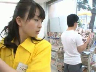 Kinesiska miss has shaged enormt i henne trimmed cave