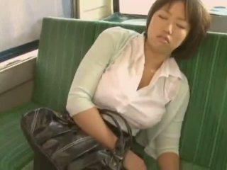 Sleepy flicka used av pervert