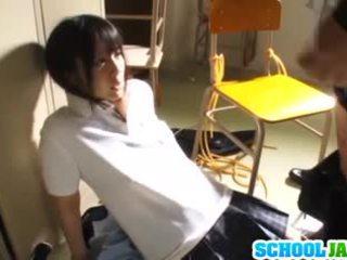 Lustful japansk skolejente ruka