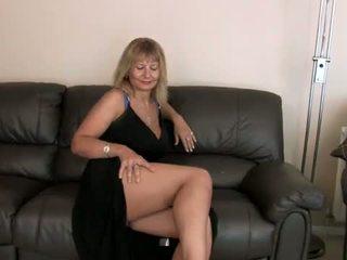 Alex rubbing cô ấy tits và ngón danh cô ấy âm hộ