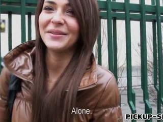 Alexis brill swallows warm sperma na pieniądze