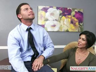 Seksi rjavolaska milf shay fox gives glava