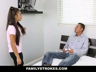 Familystrokes - il mio stepsister scopata il mio papà e io