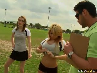 Nagy titted szőke futball játékos madison ivy using neki cicik hogy lehet captain