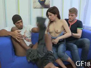 Après getting undressed par ce guy avant son boyfriend