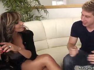 Esperanza gomez takes a צעיר זין ב the ספה