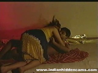 Öýlenen indiýaly pair öýde ýasalan making love privacy invaded by hiddencam