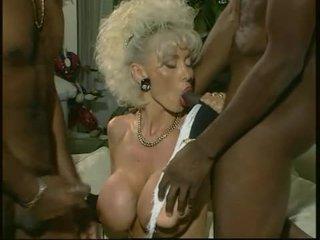 Dolly buster - milf fucked oleh 2 hitam guys