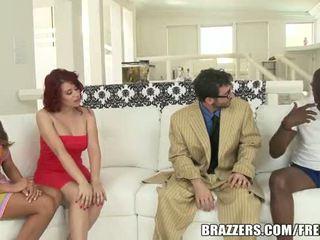 Juste un conversation pourrait conduire à une femme swap