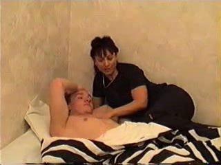 موم wakes ابن إلى جنس
