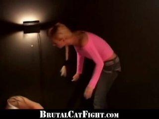 Running filme interrupted por um luta feminina
