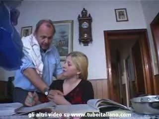 Italiensk incest blondt tenåring knullet av daddy