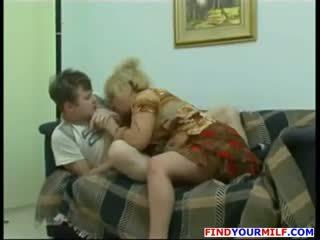角質 母親 同 大 奶 勾引 她的 兒子