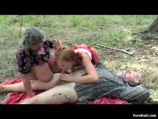 Голям бюст бабичка having шега в на гора