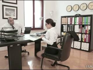Berpayu dara besar babe valentina nappi pejabat fuck