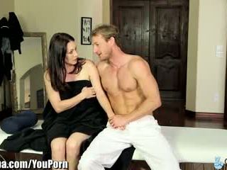 Curvy milf rayveness menipu ke dalam seks / persetubuhan masseur