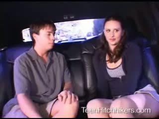 Remaja hitchhiker enjoying seks tiga orang seks