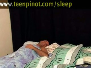 Chica beauty follada mientras durmiendo