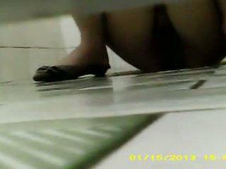 Ona was močení & pooping tam