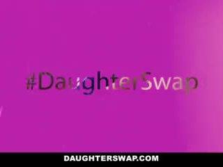 Daughterswap - devious adoleshencë fucked nga e tyre bff s baballarët