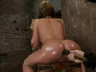 Amy brooke hog fastened may a huge dildo pushed sa kanya wazoo
