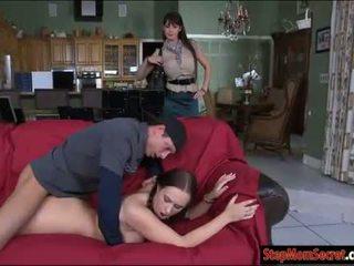 Two 섹시한 여자들 eva karera 과 holly hudson 뜨거운 threeway