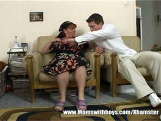 Suaugę ponia rewards berniukas už valymas