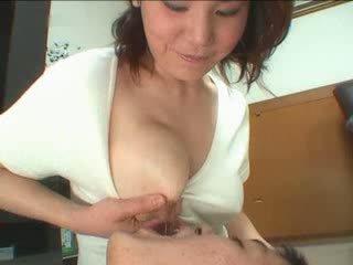 Japonez mama breastfeading video