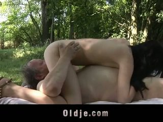 지방 늙은 사람 fucks 비탄 에 그만큼 woods