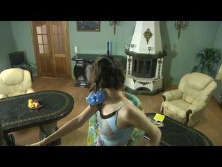 混合 的 視頻 由 女孩 為 日趨成熟