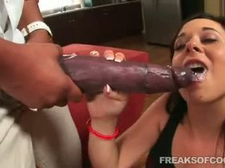 Soaked porno floozy aarielle alexis stuffs ji ústa s a netvor penis