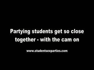Sajaukt no sekss ballīte video līdz studente sekss parties