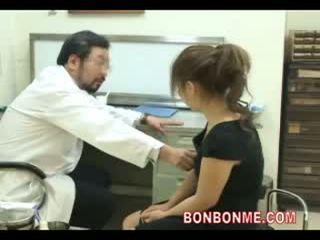 בהריון נוער להיות מזוין על ידי רופא ל לעשות abortion 03