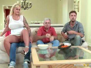 Brazzers - stiefmutter takes einige jung schwanz
