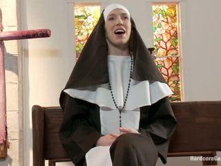 Drobounký blondýnka lives ven fantasy jeptiška gangbanged podle 5 priests v chapel