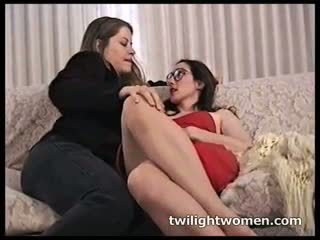 Twilightwomen - lesbian make-out seduction