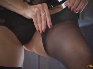 Ania kinski dressing up in putting makeup za seks