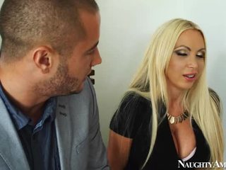 Grande titted bionda nikki benz screwing onto piccante america