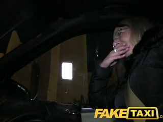 Faketaxi blondinka gets her kit off in taxi cab - porno video 481