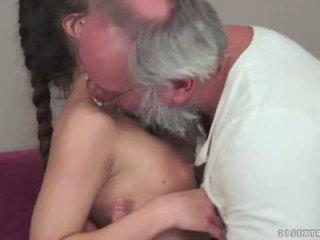 Teenie anita bellini gets scopata da un nonno